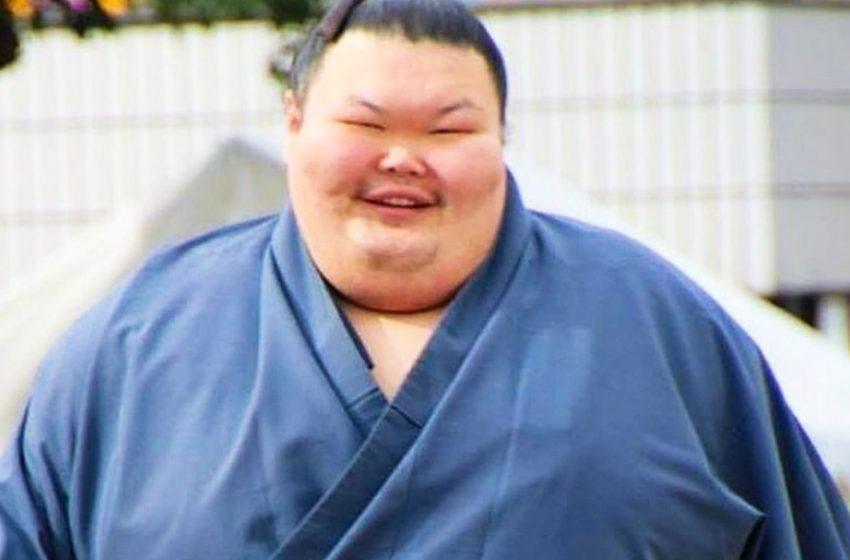 «Закончил карьеру»: 300-килограммовый сумоист Анатолий Михаханов похудел на 112 кг